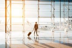 Mulher no aeroporto Fotografia de Stock Royalty Free