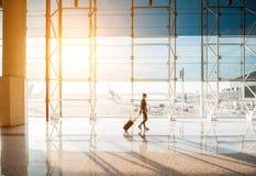 Mulher no aeroporto Imagem de Stock Royalty Free