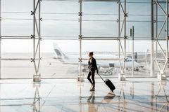 Mulher no aeroporto Foto de Stock
