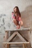 Mulher no apartamento vazio Imagens de Stock