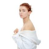 Mulher no bathrobe fotografia de stock royalty free