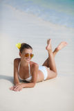 Mulher no biquini na praia tropical Imagem de Stock Royalty Free