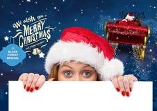 Mulher no chapéu de Santa que espreita de um cartaz vazio 3D Imagens de Stock