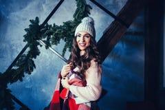 Mulher no dia de Natal fotos de stock royalty free