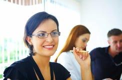 Mulher no escritório imagem de stock