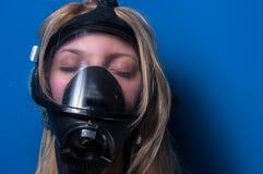 Mulher no gasmask Imagens de Stock Royalty Free
