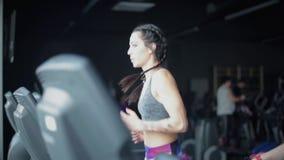 Mulher no gym vídeos de arquivo