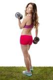 A mulher no gym exercita o levantamento de peso foto de stock royalty free