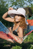 Mulher no hammock Foto de Stock