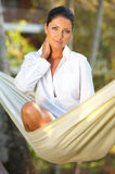 Mulher no hammock Fotografia de Stock