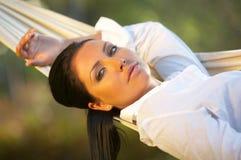 Mulher no hammock Fotografia de Stock Royalty Free