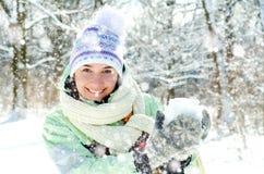 Mulher no inverno foto de stock royalty free