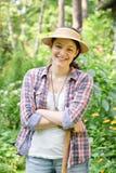 Mulher no jardim fotografia de stock
