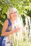Mulher no jardim da mola Fotos de Stock Royalty Free