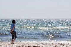 Mulher no mar Fotos de Stock Royalty Free