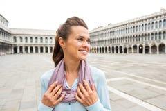 Mulher no marco de san da praça em Veneza, Italia Imagens de Stock