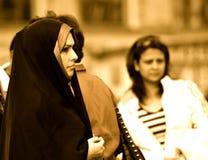 Mulher no quadrado preto, vermelho, Moscou Imagem de Stock Royalty Free