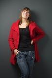 Mulher no revestimento vermelho Fotografia de Stock