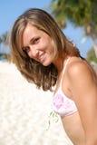 Mulher no riso da praia Imagem de Stock Royalty Free