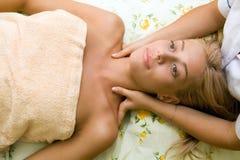 Mulher no salão de beleza de beleza Imagem de Stock Royalty Free