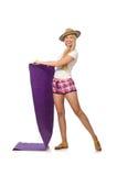 A mulher no short cor-de-rosa da manta que mantém o tapete isolado no branco Imagem de Stock