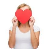 Mulher no t-shirt branco com coração Imagem de Stock Royalty Free