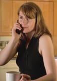 Mulher no telefone de pilha Imagens de Stock Royalty Free