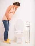 Mulher no toalete Fotografia de Stock Royalty Free
