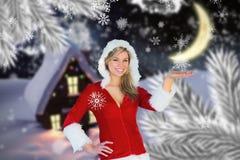 Mulher no traje de Santa que joga com flocos de neve Fotos de Stock Royalty Free