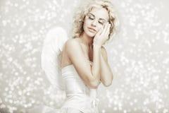 Mulher no traje do anjo Fotos de Stock Royalty Free
