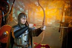 Mulher no traje do guerreiro Fotografia de Stock
