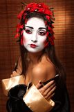 Mulher no traje oriental tradicional Imagens de Stock Royalty Free