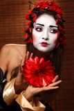 Mulher no traje oriental tradicional Fotografia de Stock