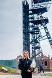 Mulher no uniforme preto da gala do contramestre do mineiro de carvão Fotografia de Stock Royalty Free