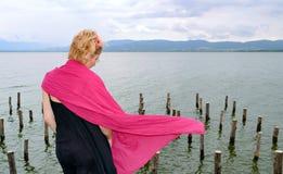 Mulher no vento Fotos de Stock