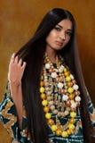 Mulher no vestido étnico fotos de stock