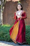 Mulher no vestido do renascimento imagem de stock