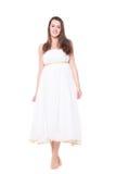 Mulher no vestido longo barefoot Isolado no fundo branco fotos de stock royalty free