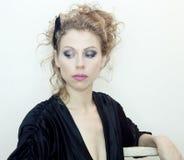 Mulher no vestido preto Imagens de Stock Royalty Free