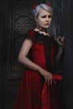 Mulher no vestido vermelho do vintage imagem de stock royalty free