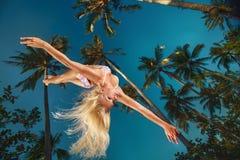 Mulher no voo do roupa de banho no ar Fotos de Stock Royalty Free