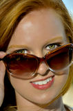 Mulher nos óculos de sol Fotografia de Stock