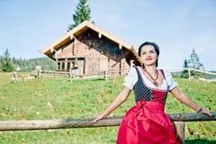 Mulher nos alpes Fotos de Stock Royalty Free