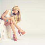 Mulher nova à moda Fotografia de Stock Royalty Free