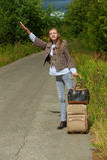 Mulher nova agradável com mala de viagem da estrada Fotografia de Stock Royalty Free