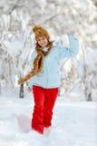 Mulher nova ao ar livre no inverno Foto de Stock