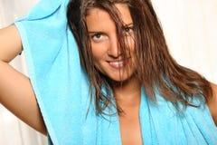 Mulher nova após o banho Fotos de Stock Royalty Free