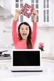 Mulher nova atrativa com caixas de presente Fotos de Stock Royalty Free