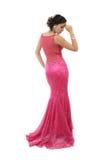 Mulher nova atrativa no vestido cor-de-rosa elegante Fotos de Stock Royalty Free