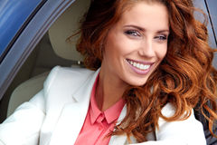 Mulher nova bem sucedida Foto de Stock Royalty Free